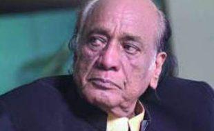 """سنگیت کی دنیا کا درخشاں ستارہ """"مہدی حسن"""" جو آج غروب ہو گیا"""
