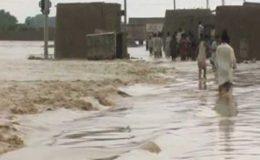 کوٹ مٹھن : قادرا کینال کا سیلابی پانی انڈس ہائی وے کو کراس کر گیا