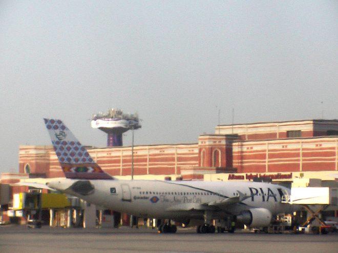 لاہور کے علامہ اقبال ائیرپورٹ پر بم کی افواہ
