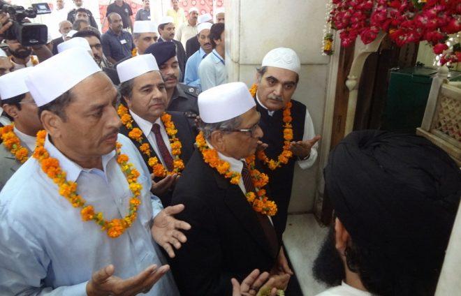 بھارتی وزیر خآرجہ کی داتادربار اور مینار پاکستان پر حاضری