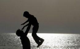 بیٹوں کی صحت میں باپ کا اہم کردار