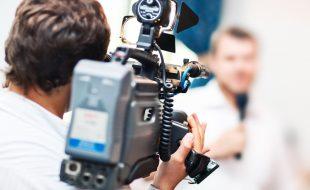 فرانس کے نامور صحافیوں نے کیمرہ مینوں کے نام پر کشکول تھام لیا