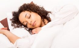 نیند پوری نہ ہونا بیماری کی علامت: مطالعہ