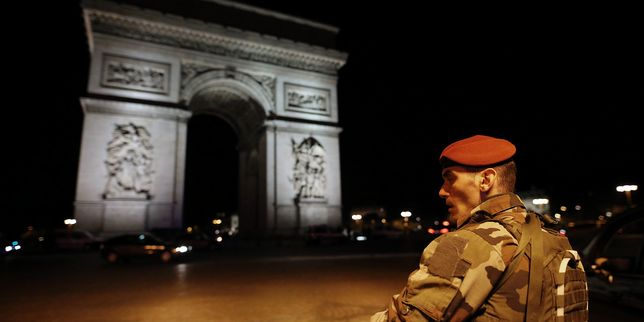 پیرس میں فائرنگ سے ایک پولیس اہلکار ہلاک، حملہ آور بھی مارا گیا