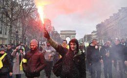 فرانس: ییلو جیکٹ مظاہرین ایک دفعہ پھر سڑکوں پر نکل آئے