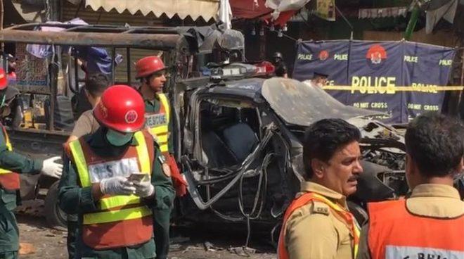 لاہور: داتا دربار کے باہر خودکش حملے میں 5 اہلکاروں سمیت 8 افراد شہید، 25 زخمی