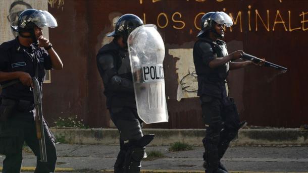ونیزویلا میں قیدیوں اور پولیس کے درمیان تصادم میں درجنوں قیدی ہلاک