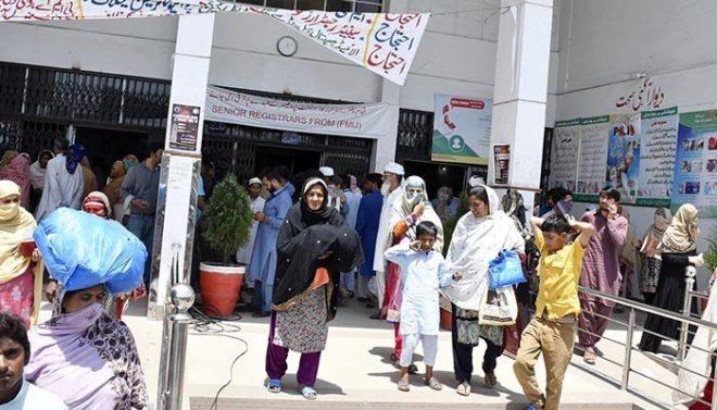 پنجاب میں ینگ ڈاکٹرز کی ہڑتال تین روز سے جاری، مریض دربدر