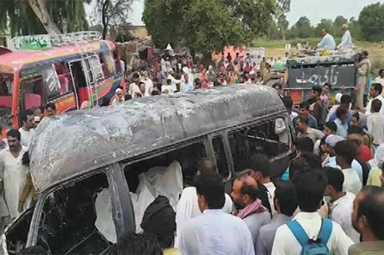 نارووال میں وین اور کوچ میں خوفناک تصادم سے 5 افراد جاں بحق، 18 زخمی
