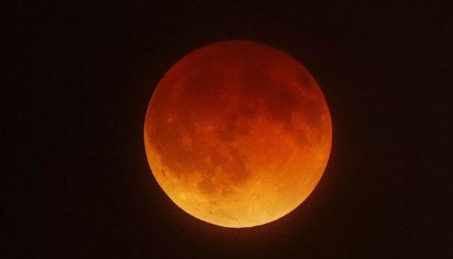رواں برس کا دوسرا چاند گرہن پاکستان سمیت دنیا کے مختلف ممالک میں دیکھا گیا