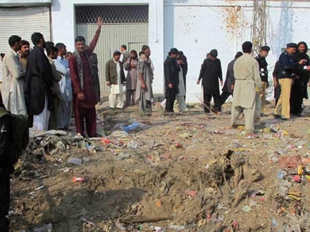 ڈی آئی خان میں پولیس چوکی پر فائرنگ اور اسپتال میں خودکش دھماکا، 6 اہلکار شہید