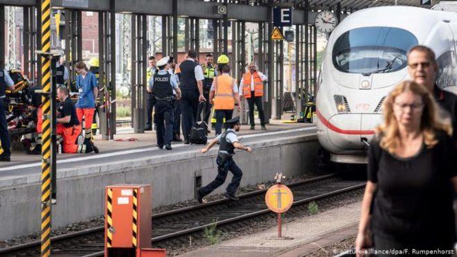 جرمنی: ٹرین کے آگے دھکا دے کر مارنے کے واقعات پر تشویش