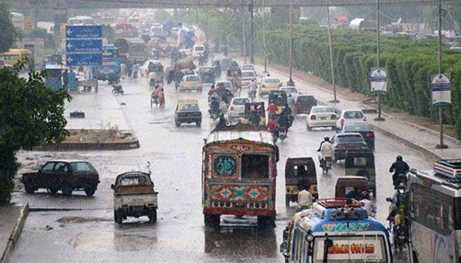 کراچی میں کہیں ہلکی اور کہیں تیز بارش، سڑکوں پر پانی جمع، بجلی کا نظام درہم برہم
