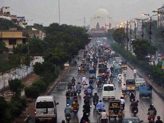 کراچی کے مختلف علاقوں میں بارش سے موسم خوشگوار