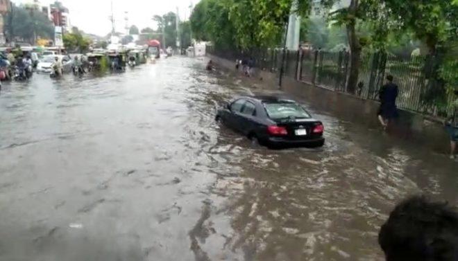 لاہور میں موسلا دھار بارش سے جھل تھل ایک، لیسکو کے 180 فیڈر ٹرپ کر گئے