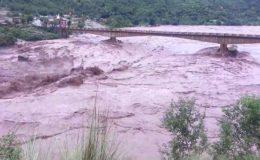 وادی نیلم: آسمانی بجلی اور سیلابی ریلے نے تباہی مچا دی، 24 افراد بہہ گئے