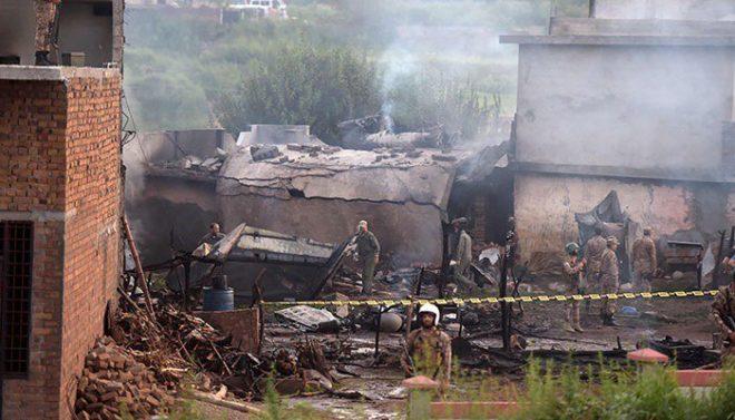 راولپنڈی میں تربیتی طیارہ آبادی پر گر گیا، 19 افراد جاں بحق، 16 زخمی