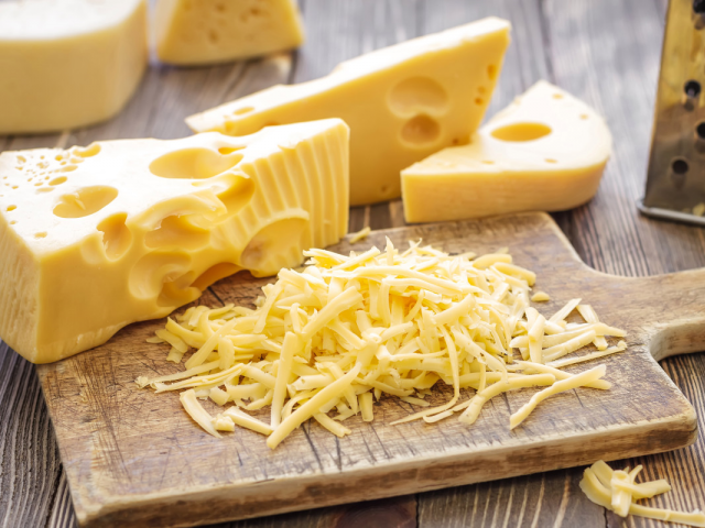 پولیس کو کروڑوں روپے کے 'پنیر چور' کی تلاش