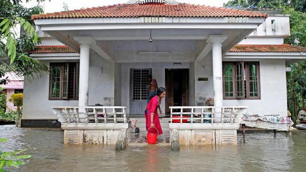 بھارت: سیلاب کی وجہ سے ہلاکتوں کی تعداد 147 تک پہنچ گئی