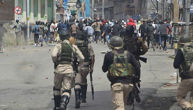 بھارتی اقدام کیخلاف کشمیری عوام سڑکوں پر نکل آئے، 6 مظاہرین شہید