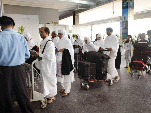 پی آئی اے کی پہلی حج پرواز 166 حجاج کرام کو لے کر کراچی پہنچ گئی