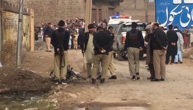 دیربالا: گاڑی کے قریب ریمورٹ کنٹرول بم دھماکے میں 5 افراد جاں بحق