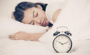صرف 4 گھنٹے نیند کے باوجود تندرست زندگی گزارنے والوں میں جینیاتی تبدیلی کا انکشاف