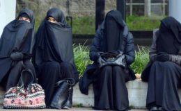 خیبرپختونخوا میں طالبات کے لازمی برقع پہننے کا نوٹیفکیشن واپس لینے کی ہدایت