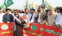 پاکستان کے بائیس کروڑ عوام کشمیری بھائیوں کے ساتھ کھڑے ہیں جن میں چار کروڑ گجر بھی ہیں۔ انجینئر افتخار چودھری