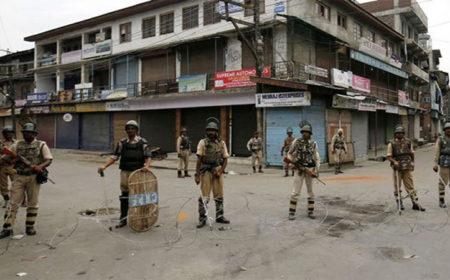 کشمیر میں کرفیو کا 44 واں روز، سرینگر میں بھارتی فوج کے بلٹ پروف بنکرز قائم