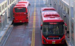 میٹرو بس کے کرائے میں اضافہ، بسیں ویران، مسافروں نے سفر کرنا ہی چھوڑ دیا
