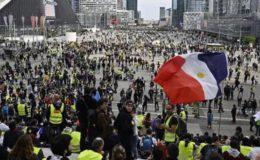فرانس میں ییلو جیکٹ مظاہرین دوبارہ سڑکوں پر نکل آئے