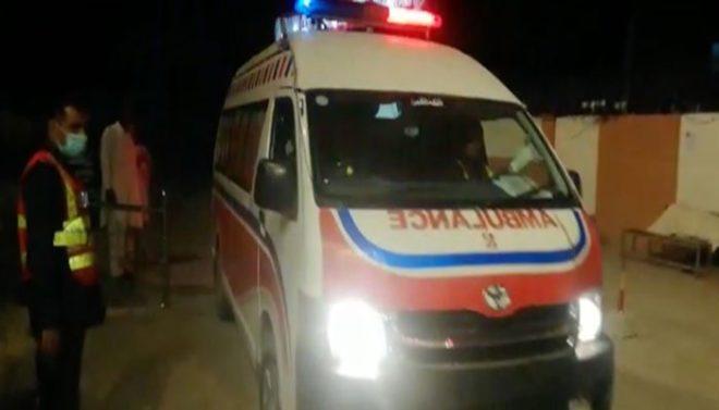 میانوالی میں ایمبولینس ٹرالر سے ٹکرا گئی، ایک ہی خاندان کے 8 افراد سمیت 9 جاں بحق