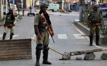 وادی میں بھارتی جبری پابندیوں کا 74 واں روز، کشمیری گھروں میں قید