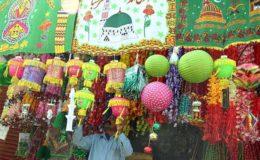 عید میلادالنبیﷺ کی آمد آمد، بازاروں میں آرائشی اشیا کے سٹال سج گئے