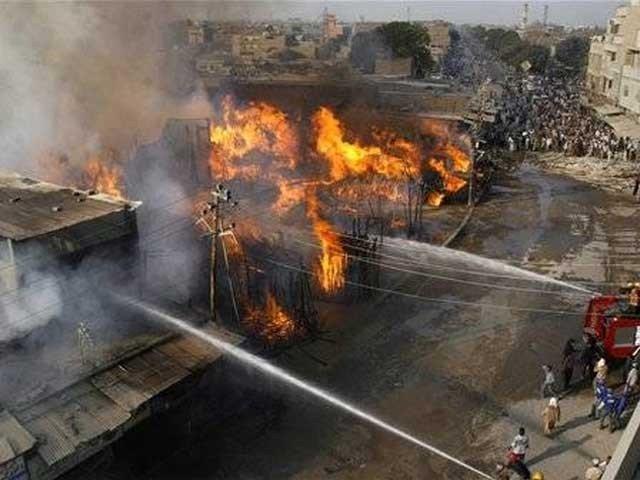 کراچی کی سب سے بڑی ٹمبر مارکیٹ میں آتشزدگی