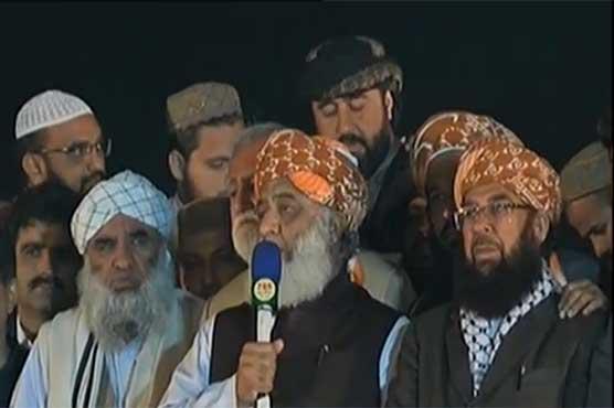 اگر ملک کو بچانا ہے تو نااہل حکمرانوں سے جان چھڑانا ہو گی: مولانا فضل الرحمان
