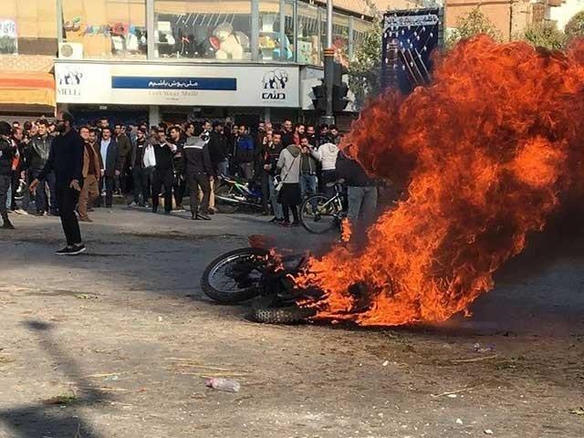 پیٹرول کی قیمتوں میں اضافے کے خلاف ایران میں احتجاج