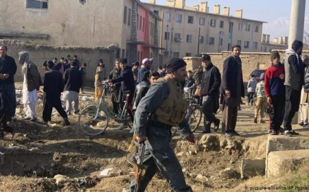 افغانستان: امریکی فوجی اڈے کے باہر خودکش حملہ، پانچ افراد زخمی