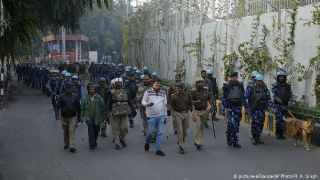 بھارت: مظاہرے، انٹرنیٹ معطل، گرفتاریاں اور ڈرونز سے نگرانی