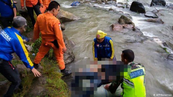 انڈونیشیا: بس حادثے میں 25 افراد ہلاک