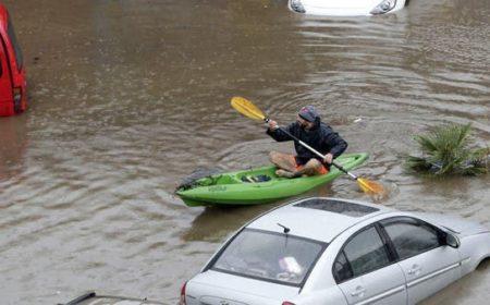 لبنان پانی میں غرق'، بیروت میں سڑکوں پر گاڑیوں کی جگہ کشتیاں چل پڑیں