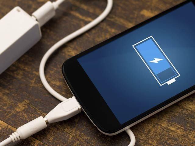ایک مرتبہ چارج ہونے پر پانچ روز تک چلنے والی فون بیٹری