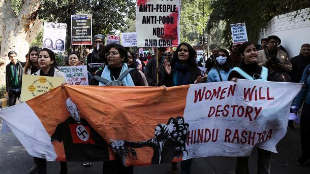 بھارت: شہریت قانون کے خلاف دھرنا جاری