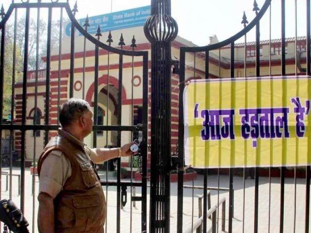 بھارت بند  کے نام سے ہڑتال جاری، 25 کروڑ ملازمین نے کام چھوڑ دیا