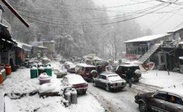 ملک بھر میں کڑکتی سردی، بلوچستان میں شدید برفباری، حادثات میں 41 افراد جاں بحق