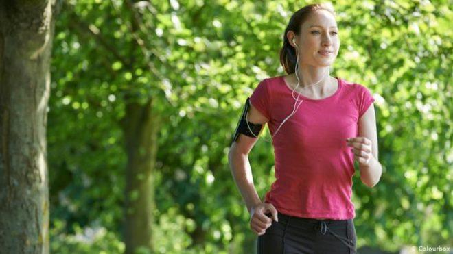 کورونا وائرس: تازہ ہوا میں ورزش صحت کے لیے اچھی یا خطرناک؟