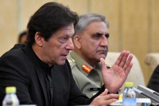 پاکستان: فوجی جرنیل سول عہدے کیوں سنبھال رہے ہیں؟