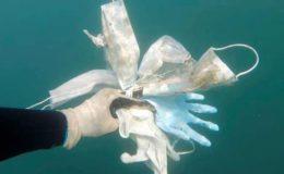 فرانس: ماسک اور دستانوں کی شکل میں کرونا کا کچرا ساحلوں کے لیے سنگین خطرہ