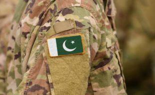 پاک فوج پر دہشت گردانہ حملے اور نادان لوگ!